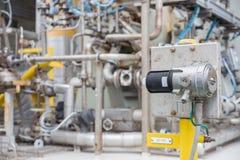 Typ för punkt för gasavkännaren för bildskärm och avkänner gasläckan på den centrala bearbeta plattformen för fossila bränslen Royaltyfri Bild