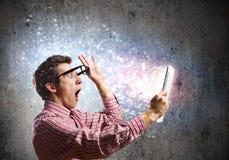 Type à l'aide du PC de comprimé Images libres de droits