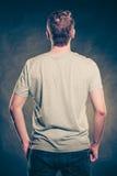 Type arrière d'homme de vue dans la chemise vide avec l'espace de copie Photographie stock