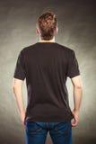 Type arrière d'homme de vue dans la chemise vide avec l'espace de copie Image stock