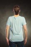 Type arrière d'homme de vue dans la chemise vide avec l'espace de copie Photo stock
