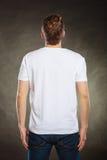 Type arrière d'homme de vue dans la chemise vide avec l'espace de copie Images stock