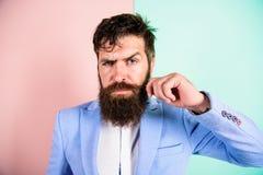 Type attirant beau de hippie avec la longue barbe Guide de toilettage de moustache finale Astuces expertes pour s'élever et photos stock