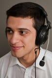Type attirant dans des écouteurs Images libres de droits
