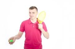 Type avec une raquette de tennis Photos libres de droits