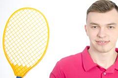 Type avec une raquette de tennis Photo libre de droits