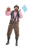 Type barbu avec de la bière et l'indicateur bavarois Images stock