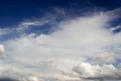 Type ciel nuageux de cumulus photographie stock