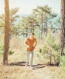 Type courant dans la forêt photo libre de droits