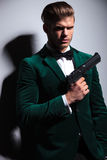 Type d'asassin de James Bond de jeune homme Photo stock