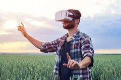 Type dans la réalité virtuelle Photos libres de droits