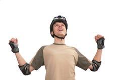 Type dans le casque de sports avec les mains rised Photographie stock libre de droits