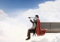 Type dans le costume de superhéros image libre de droits