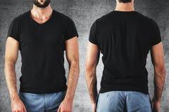 Type dans le T-shirt noir vide Images stock