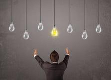 Type de Businness devant le concept d'ampoules d'idée Illustration de Vecteur