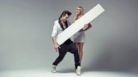 Homme du style d'Elvis avec son amie sensible Image stock