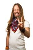 Type heureux et beau donnant un signe de paix. Image stock