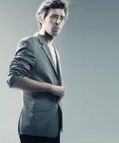 Type intelligent utilisant la jupe élégante Image libre de droits