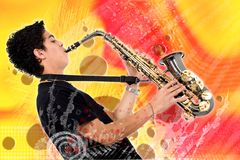 Type jouant le saxophone Photo stock