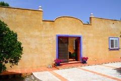 Type méditerranéen de belle façade de maison Photo libre de droits