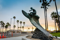 Type nu - statue nue de surfer - Huntington Beach, CA Photo stock