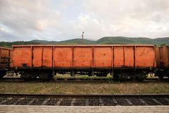 Type orange roumain voiture d'EACS de train de fret images libres de droits