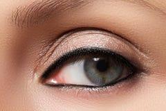 Type oriental Belle peau propre, maquillage saturé photographie stock libre de droits
