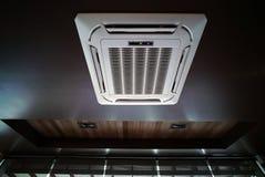 Type unité accrochante de plafond de climatiseur Photographie stock