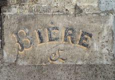 Typebier op een muur Stock Foto