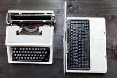 Typerwriter e portátil fotos de stock royalty free