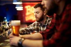 Types dans le bar Photo libre de droits