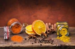 Types des épices, des couleurs et de saveurs Durée toujours 1 photographie stock libre de droits