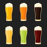 Types en verre de bière différents Photographie stock