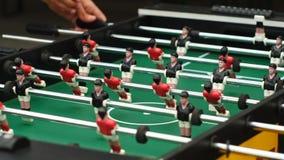 Types jouant le football de table illustration stock