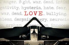 Typewritter avec l'amour de mot Images libres de droits