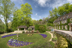 Typical Cotswolds garden in Bibury Royalty Free Stock Photos