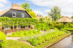 Typical Dutch houses and gardens in Giethoorn Stock Photo