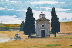 Typical landscape in Tuscany, farmhouse on the hills of Val d'Or Royalty Free Stock Photography