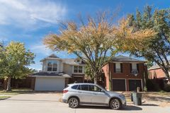 Typical North America house with car parked on the street and co. Typical single-detached dwelling home in suburban Dallas-Fort Worth with parked car on street stock photos