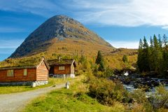 Typical norwegian mountain village scenery Royalty Free Stock Photos
