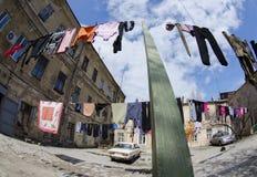 Typicl Odessa stary podwórze z odziewa, Ukraina zdjęcie royalty free