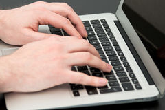 Male hands typing on laptop computer Royalty Free Stock Photos