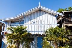 Typique ha colorato le case di legno nel porto di biganos Fotografie Stock
