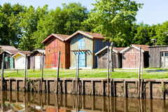 Typique ha colorato le case di legno nel porto di biganos Immagini Stock Libere da Diritti