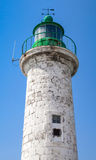 Typique pour la mer Méditerranée marche le vieux phare Image stock