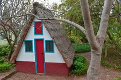 Typisch buitenhuis op het Eiland van Madera stock fotografie