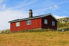 Typisch chalet in mountins in Noorwegen, Europa stock foto
