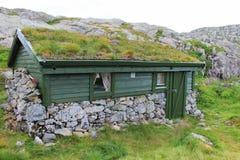 Typisch chalet in mountins in Noorwegen, Europa royalty-vrije stock foto's