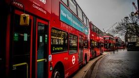 Typisch für London - roter Bus Stockbilder