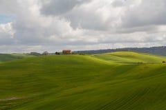 Typisch huis in het gebied van Toscanië royalty-vrije stock afbeeldingen